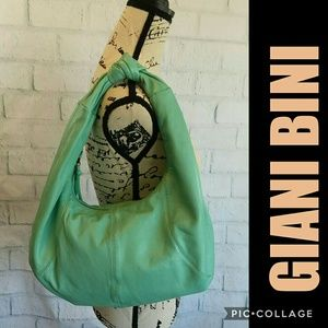 Lg NWOT Great Gianni Bini leather hobo